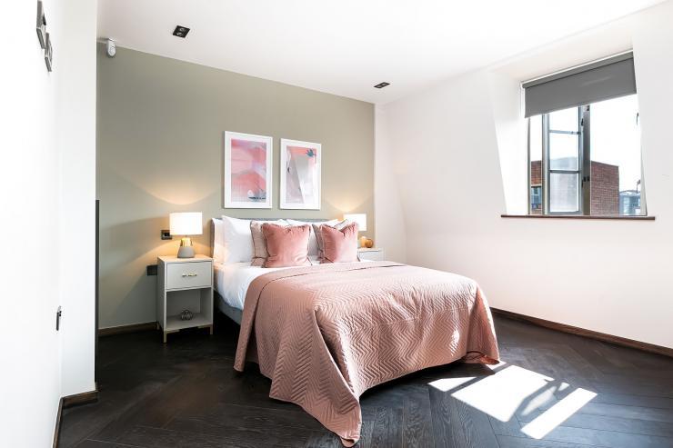 Lovelydays luxury service apartment rental - London - Soho - Great Marlborough St VIII - Lovelysuite - 3 bedrooms - 3 bathrooms - Queen bed - 5 star serviced apartments in london - 6fddd1045bee - Lovelydays