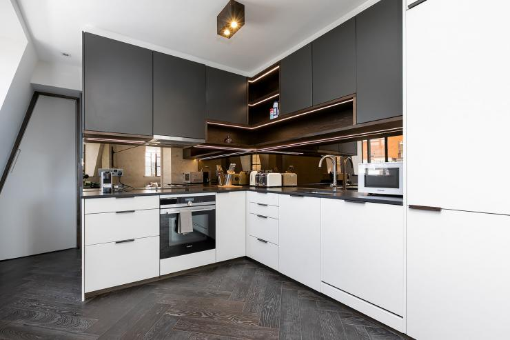 Lovelydays luxury service apartment rental - London - Soho - Great Marlborough St VIII - Lovelysuite - 3 bedrooms - 3 bathrooms - Luxury kitchen - 5 star serviced apartments in london - 8acb6353e011 - Lovelydays