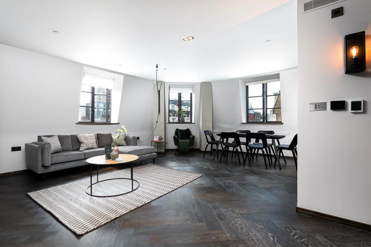 Lovelydays luxury service apartment rental - London - Soho - Great Marlborough St VIII - Lovelysuite - 3 bedrooms - 3 bathrooms - Luxury living room - d6d08c5ece50 - Lovelydays
