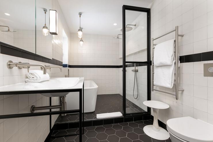 Lovelydays luxury service apartment rental - London - Soho - Great Marlborough St VIII - Lovelysuite - 3 bedrooms - 3 bathrooms - Huge Double shower - 5 star serviced apartments in london - 460eb15f711c - Lovelydays