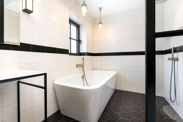 Lovelydays luxury service apartment rental - London - Soho - Great Marlborough St VIII - Lovelysuite - 3 bedrooms - 3 bathrooms - Beautiful bathtub - 5 star serviced apartments in london - 5ba069b1bed8 - Lovelydays