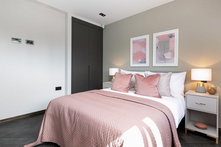 Lovelydays luxury service apartment rental - London - Soho - Great Marlborough St VIII - Lovelysuite - 3 bedrooms - 3 bathrooms - Queen bed - 5 star serviced apartments in london - ce6cb63735f2 - Lovelydays