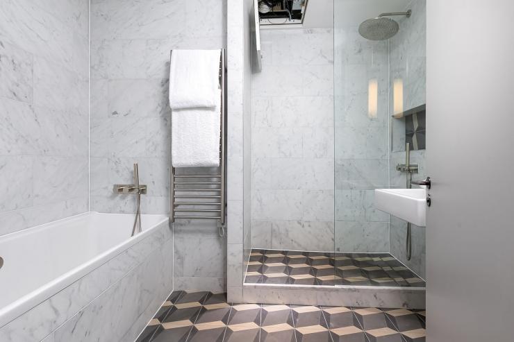 Lovelydays luxury service apartment rental - London - Soho - Great Marlborough St VIII - Lovelysuite - 3 bedrooms - 3 bathrooms - Beautiful bathtub - 5 star serviced apartments in london - de97b874b5b3 - Lovelydays