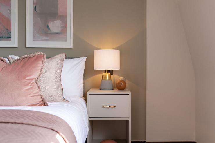 Lovelydays luxury service apartment rental - London - Soho - Great Marlborough St VIII - Lovelysuite - 3 bedrooms - 3 bathrooms - Reading lamps - 5 star serviced apartments in london - 3e17daca833f - Lovelydays