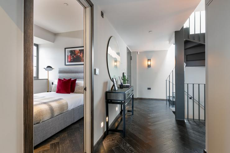 Lovelydays luxury service apartment rental - London - Soho - Great Marlborough St. IX - Lovelysuite - 2 bedrooms - 2 bathrooms - Queen bed - 5 star apartment in london - d22e0f1a4c69 - Lovelydays