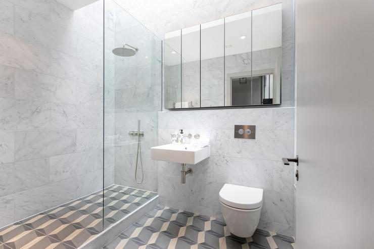 Lovelydays luxury service apartment rental - London - Soho - Great Marlborough St. IX - Lovelysuite - 2 bedrooms - 2 bathrooms - Lovely shower - 5 star apartment in london - 4b43cf1bcc87 - Lovelydays