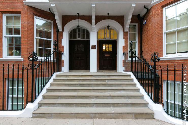Lovelydays luxury service apartment rental - London - Knightsbridge - Hans Crescent - Partner - 2 bedrooms - 2 bathrooms - Hallway - 29043ac8a744 - Lovelydays