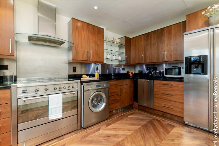Lovelydays luxury service apartment rental - London - Knightsbridge - Hans Crescent - Partner - 2 bedrooms - 2 bathrooms - Luxury kitchen - 138c4a588328 - Lovelydays