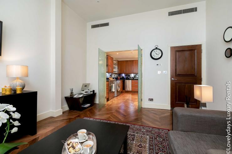 Lovelydays luxury service apartment rental - London - Knightsbridge - Hans Crescent - Partner - 2 bedrooms - 2 bathrooms - Luxury living room - 1943c83808ef - Lovelydays