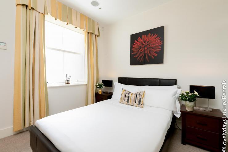 Lovelydays luxury service apartment rental - London - Knightsbridge - Hans Crescent - Partner - 2 bedrooms - 2 bathrooms - Double bed - 20b5fd05f5fd - Lovelydays