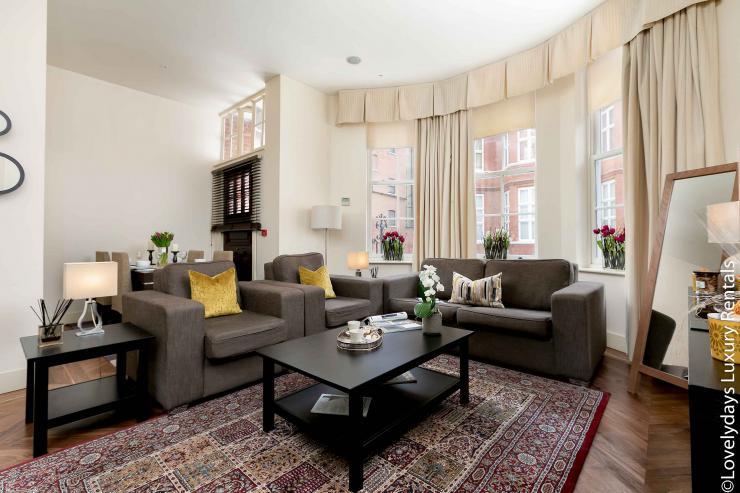 Lovelydays luxury service apartment rental - London - Knightsbridge - Hans Crescent - Partner - 2 bedrooms - 2 bathrooms - Luxury living room - Comfortable sofa - TV system - A/C system - 9b855ea7176d - Lovelydays