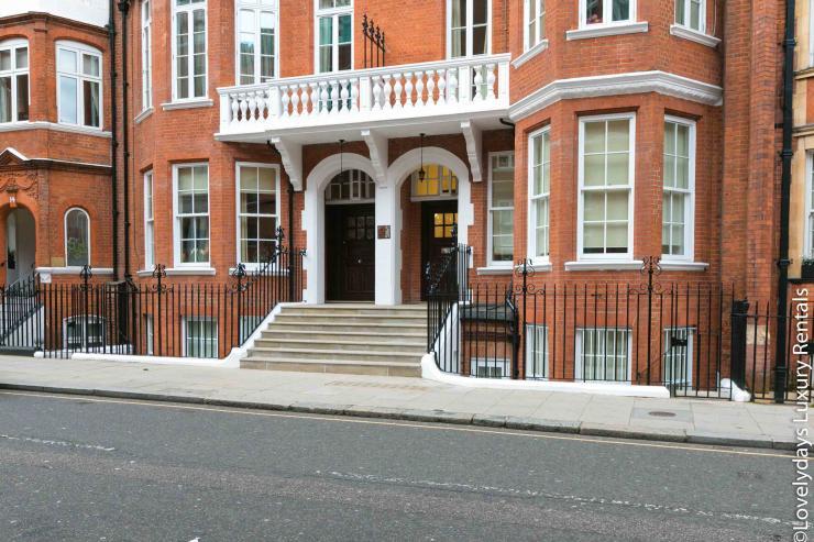 Lovelydays luxury service apartment rental - London - Knightsbridge - Hans Crescent - Partner - 2 bedrooms - 2 bathrooms - Hallway - baf69f34d8e4 - Lovelydays