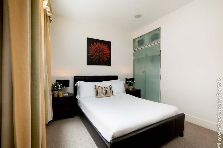 Lovelydays luxury service apartment rental - London - Knightsbridge - Hans Crescent - Partner - 2 bedrooms - 2 bathrooms - Double bed - 8b042b094064 - Lovelydays