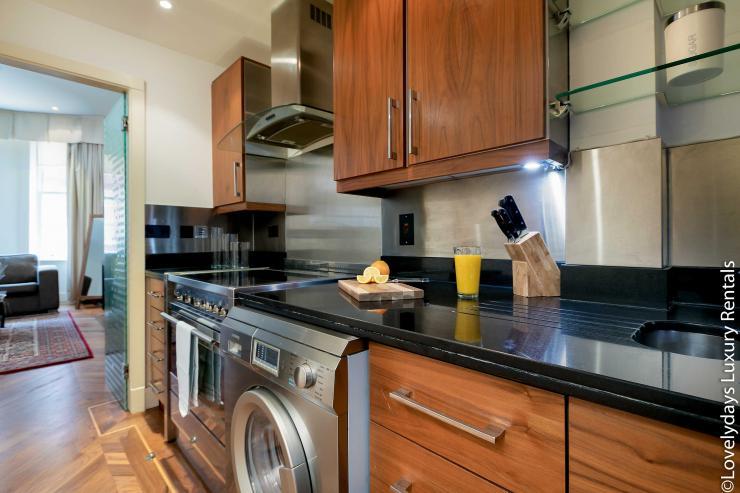 Lovelydays luxury service apartment rental - London - Knightsbridge - Hans Crescent - Partner - 2 bedrooms - 2 bathrooms - Luxury kitchen - 31607a8bef16 - Lovelydays