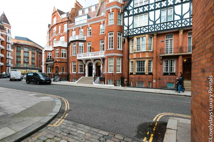 Lovelydays luxury service apartment rental - London - Knightsbridge - Hans Crescent - Partner - 2 bedrooms - 2 bathrooms - Hallway - 5a713db303d9 - Lovelydays