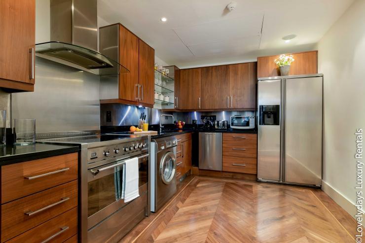 Lovelydays luxury service apartment rental - London - Knightsbridge - Hans Crescent - Partner - 2 bedrooms - 2 bathrooms - Luxury kitchen - 5e3c06bee5b4 - Lovelydays
