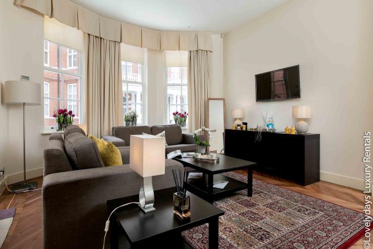 Lovelydays luxury service apartment rental - London - Knightsbridge - Hans Crescent - Partner - 2 bedrooms - 2 bathrooms - Comfortable sofa - TV system - A/C system - a6b4ee386ebc - Lovelydays