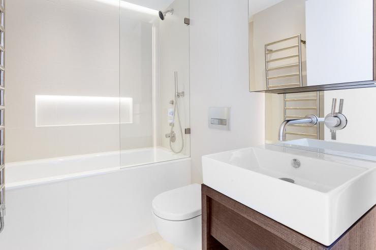 Lovelydays luxury service apartment rental - London - Fitzrovia - Newman Street IV - Lovelysuite - 2 bedrooms - 2 bathrooms - Beautiful bathtub - rent luxury apartment london - 0eb8ba9efe85 - Lovelydays