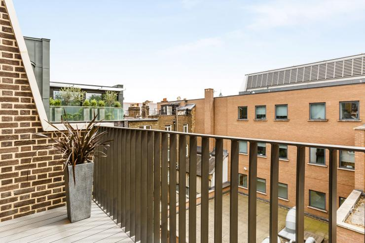 Lovelydays luxury service apartment rental - London - Fitzrovia - Newman Street IV - Lovelysuite - 2 bedrooms - 2 bathrooms - Balcony with view - rent luxury apartment london - cce95484e058 - Lovelydays