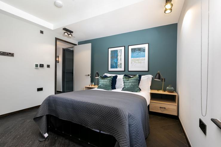 Lovelydays luxury service apartment rental - London - Soho - Noel Street VI - Lovelysuite - 2 bedrooms - 2 bathrooms - Queen bed - luxury apartment in london - c4ef01892fb2 - Lovelydays