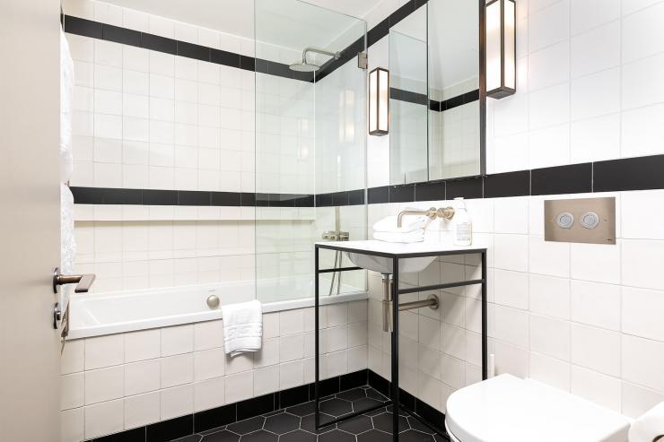 Lovelydays luxury service apartment rental - London - Soho - Oxford Street V - Lovelysuite - 1 bedrooms - 1 bathrooms - Beautiful bathtub - book serviced apartments london - 6dd430852927 - Lovelydays