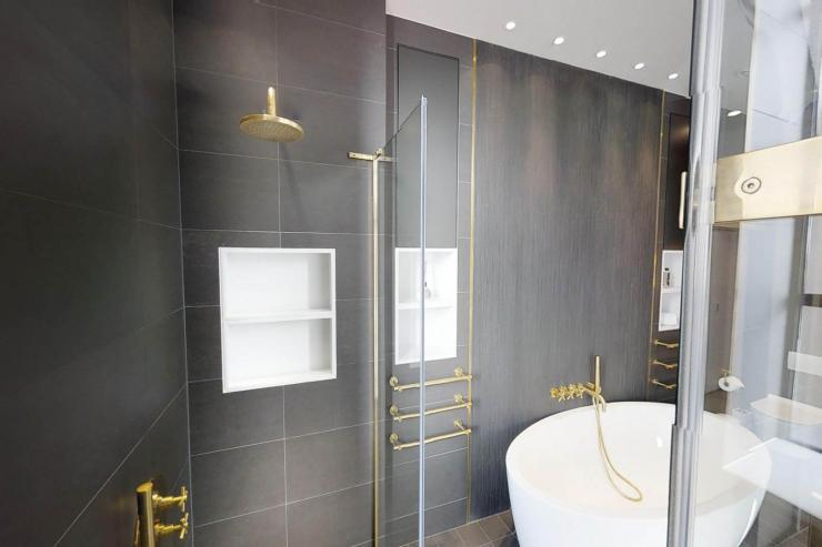 Lovelydays luxury service apartment rental - London - Soho - Royalty Mews I - Partner - 3 bedrooms - 2 bathrooms - Beautiful bathtub - fb6f795867ee - Lovelydays