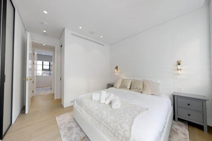 Lovelydays luxury service apartment rental - London - Soho - Royalty Mews I - Partner - 3 bedrooms - 2 bathrooms - Queen bed - 6a6a50a34976 - Lovelydays
