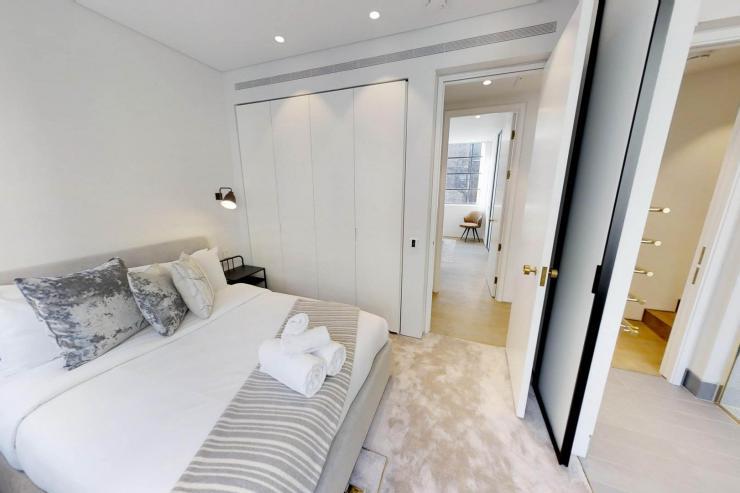 Lovelydays luxury service apartment rental - London - Soho - Royalty Mews I - Partner - 3 bedrooms - 2 bathrooms - Queen bed - 5e82e16a9675 - Lovelydays