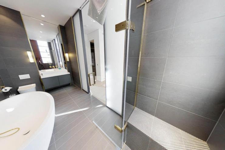 Lovelydays luxury service apartment rental - London - Soho - Royalty Mews I - Partner - 3 bedrooms - 2 bathrooms - Beautiful bathtub - 55e8b4db32a1 - Lovelydays