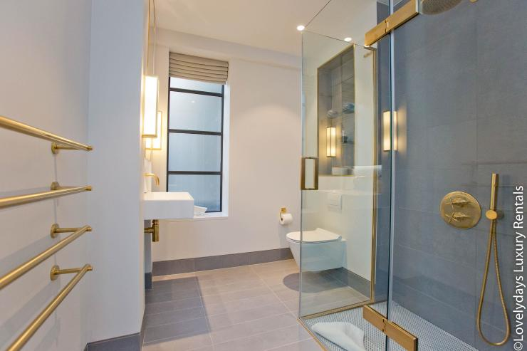 Lovelydays luxury service apartment rental - London - Soho - Royalty Mews III - Partner - 2 bedrooms - 2 bathrooms - Lovely shower - c63a641e6cc8 - Lovelydays