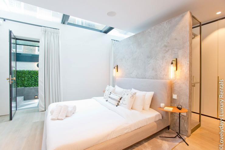 Lovelydays luxury service apartment rental - London - Soho - Royalty Mews III - Partner - 2 bedrooms - 2 bathrooms - Double bed - 000525db12a3 - Lovelydays