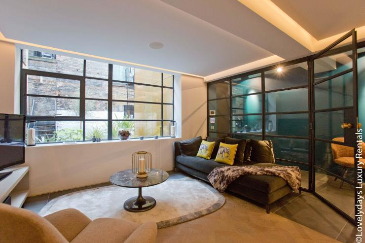Lovelydays luxury service apartment rental - London - Soho - Royalty Mews IV - Partner - 2 bedrooms - 2 bathrooms - Luxury living room - c0e7502fd330 - Lovelydays