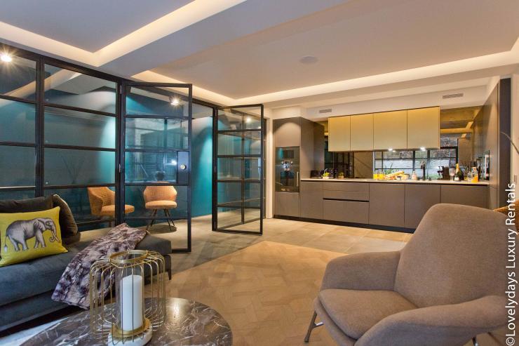 Lovelydays luxury service apartment rental - London - Soho - Royalty Mews IV - Partner - 2 bedrooms - 2 bathrooms - Luxury kitchen - Luxury living room - a57d004b3092 - Lovelydays