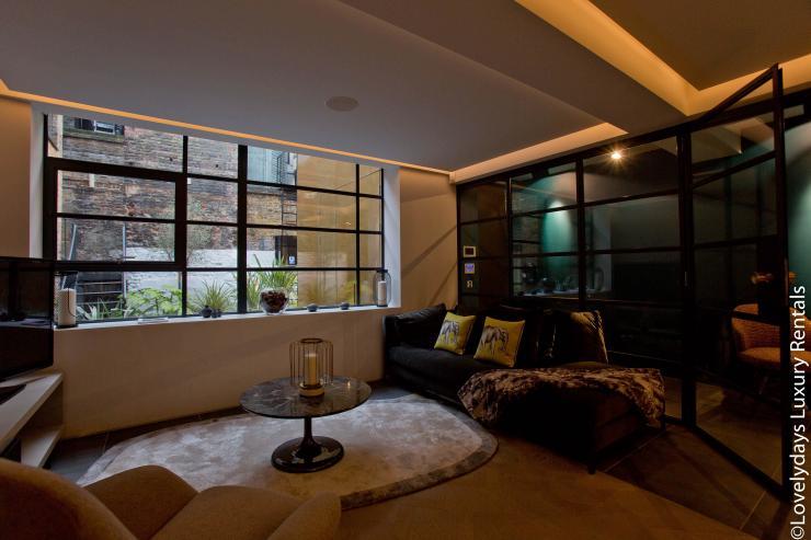 Lovelydays luxury service apartment rental - London - Soho - Royalty Mews IV - Partner - 2 bedrooms - 2 bathrooms - Luxury living room - 916ca27159aa - Lovelydays