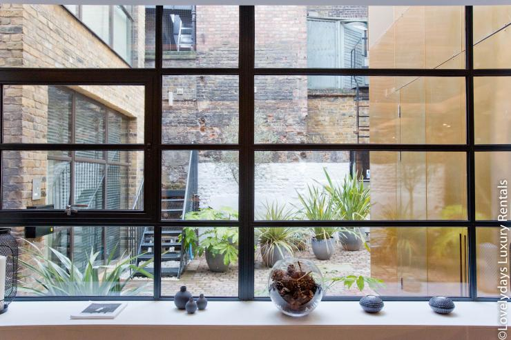 Lovelydays luxury service apartment rental - London - Soho - Royalty Mews IV - Partner - 2 bedrooms - 2 bathrooms - Lovely garden - 0f1d066ecb35 - Lovelydays