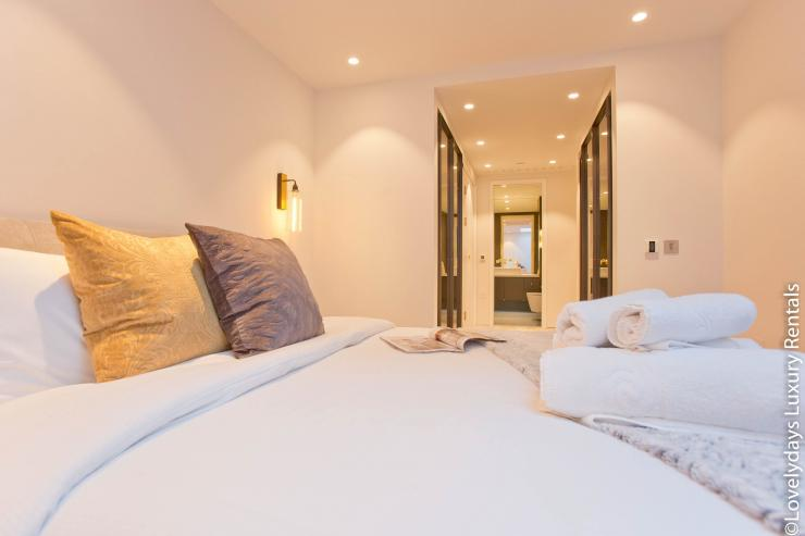 Lovelydays luxury service apartment rental - London - Soho - Royalty Mews IV - Partner - 2 bedrooms - 2 bathrooms - Queen bed - e491dbeb9f27 - Lovelydays