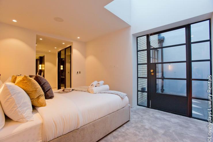 Lovelydays luxury service apartment rental - London - Soho - Royalty Mews IV - Partner - 2 bedrooms - 2 bathrooms - Double bed - 017dac207243 - Lovelydays