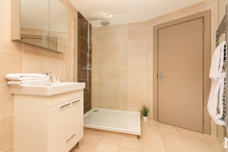 Lovelydays luxury service apartment rental - London - Fitzrovia - Wells Mews A - Lovelysuite - 2 bedrooms - 2 bathrooms - Lovely shower - 5 star serviced apartments in london - 552354311559 - Lovelydays