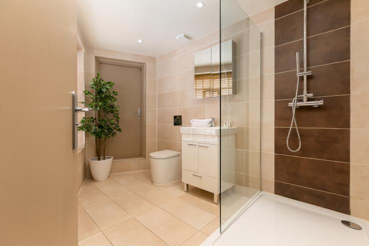 Lovelydays luxury service apartment rental - London - Fitzrovia - Wells Mews A - Lovelysuite - 2 bedrooms - 2 bathrooms - Lovely shower - 5 star serviced apartments in london - 381014f2a478 - Lovelydays
