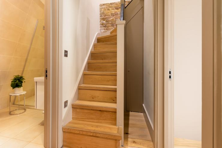 Lovelydays luxury service apartment rental - London - Fitzrovia - Wells Mews A - Lovelysuite - 2 bedrooms - 2 bathrooms - Lovely shower - 5 star serviced apartments in london - 139ff1930598 - Lovelydays