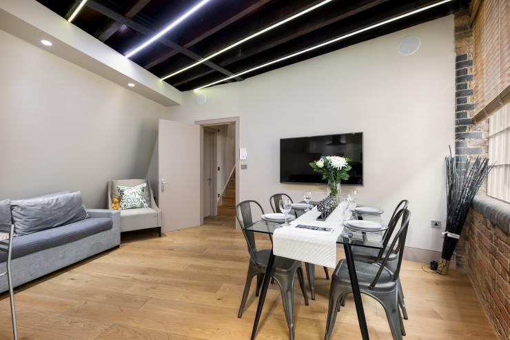 Lovelydays luxury service apartment rental - London - Fitzrovia - Wells Mews A - Lovelysuite - 2 bedrooms - 2 bathrooms - Luxury living room - 5 star serviced apartments in london - deb5c5991cba - Lovelydays