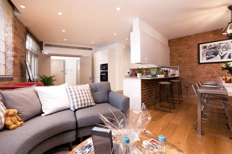Lovelydays luxury service apartment rental - London - Fitzrovia - Wells Mews B - Lovelysuite - 2 bedrooms - 2 bathrooms - Luxury living room - 26fc56f23a93 - Lovelydays