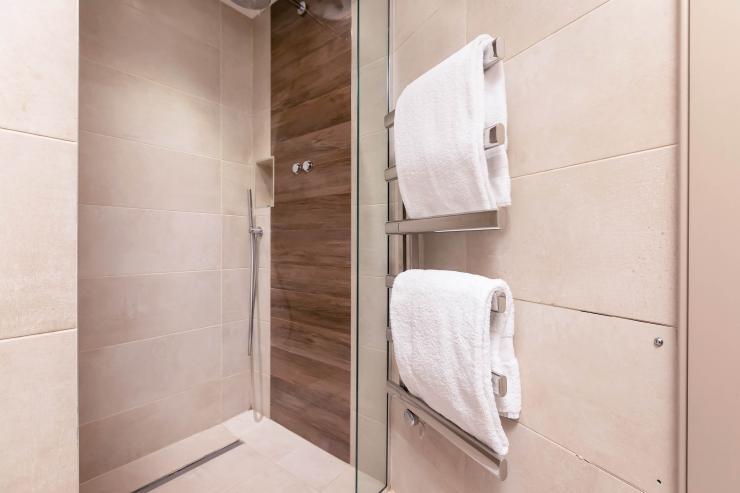 Lovelydays luxury service apartment rental - London - Fitzrovia - Wells Mews B - Lovelysuite - 2 bedrooms - 2 bathrooms - Lovely shower - 824ff44699a4 - Lovelydays