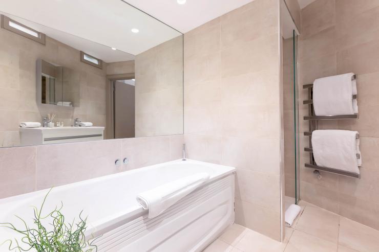 Lovelydays luxury service apartment rental - London - Fitzrovia - Wells Mews B - Lovelysuite - 2 bedrooms - 2 bathrooms - Beautiful bathtub - eac1d0266b69 - Lovelydays