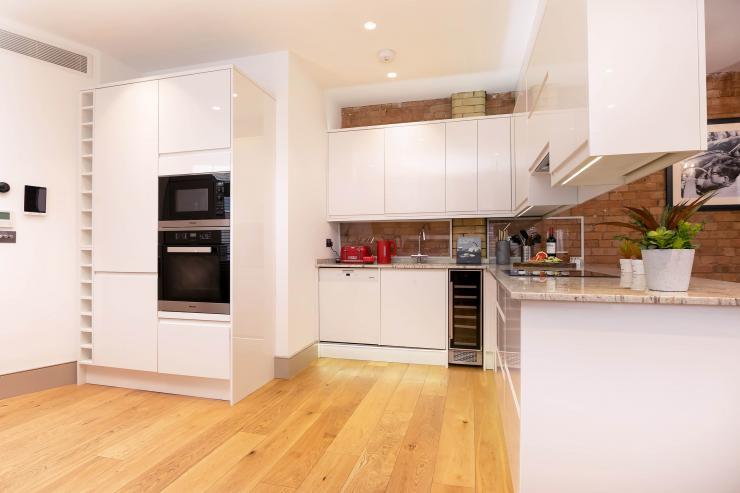 Lovelydays luxury service apartment rental - London - Fitzrovia - Wells Mews B - Lovelysuite - 2 bedrooms - 2 bathrooms - Luxury kitchen - 77d1323201cb - Lovelydays