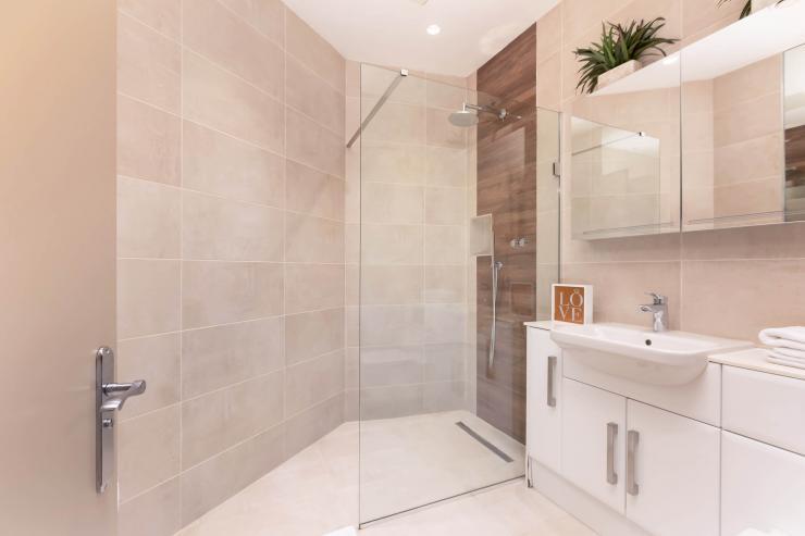 Lovelydays luxury service apartment rental - London - Fitzrovia - Wells Mews B - Lovelysuite - 2 bedrooms - 2 bathrooms - Lovely shower - 714d44d6a9e0 - Lovelydays