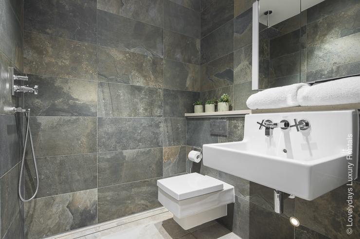 Lovelydays luxury service apartment rental - London - Soho - Romilly Street - Lovelysuite - 2 bedrooms - 2 bathrooms - Beautiful bathtub - five star serviced apartments - 58164bbef9c0 - Lovelydays